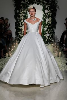 Anne Barge Bridal Fall 2016 Collection Photos - Vogue