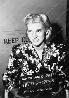 photo Patty Andrews Sisters makeup hair dress film Hollywood Canteen 3800-04