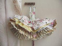 Little paper dresses - I'm such a girl! ; )