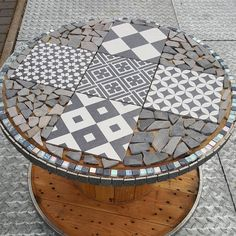 Like 23 times, 8 comments – Melanie Kipfstuhl ( on Ins … – Typical Miracle Wooden Spool Tables, Cable Spool Tables, Wooden Cable Spools, Wood Spool, Tire Furniture, Recycled Furniture, Handmade Furniture, Furniture Design, Plywood Furniture