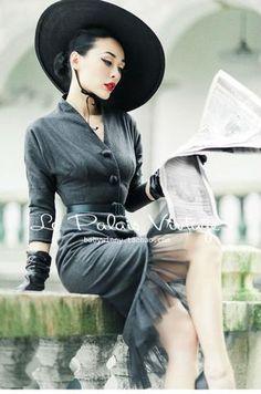 Le Palais Vintage Elegant Gray Retro Fishtail Suit
