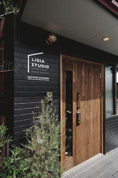 【EIGHT DESIGN】愛知県北名古屋市のレンタルスタジオ「LIDIA STUDIO」のサインデザイン。 Signage Design, Facade Design, Door Design, House Design, Home Building Design, Building A House, Morden House, Door Signage, Photography Studio Setup