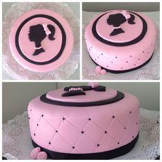 Torta Barbie silueta con base capitoneada