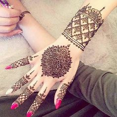 Explore latest Mehndi Designs images in 2019 on Happy Shappy. Mehendi design is also known as the heena design or henna patterns worldwide. We are here with the best mehndi designs images from worldwide. Henna Hand Designs, Mehndi Designs 2018, Bridal Mehndi Designs, Mehndi Designs For Hands, Henna Tattoo Designs, Design Tattoos, Mehandi Designs, Engagement Mehndi Designs, Bridal Henna