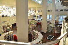 オランダの首都アムステルダムのアムステルダム中央図書館は、ヨーロッパ最大の公共図書館です。 2007年に開館した建物は10階まであり、席数は1200、インターネットに接続されたパソコンは600台、図書館スタッフは200人という大規模施設です。