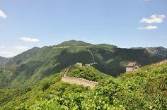 Der bekannteste Bauabschnitt der Großen Mauer ist der der Ming-Dynastie mit einer Länge von rund 8.800 Kilometern. Entgegen aller Mythen kann man die Chinesische Mauer nicht mit bloßem Auge aus dem Weltall erkennen.
