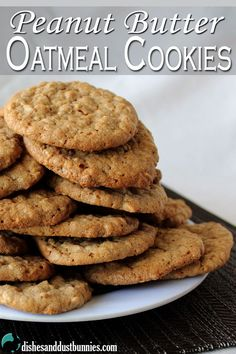 These deliciously chewy peanut butter oatmeal cookies are so good. They have the perfect amount of peanut butter combined delicious brown sugar and oatmeal.-I added chocolate chips to mine JD Mini Desserts, Cookie Desserts, Cookie Recipes, Delicious Desserts, Dessert Recipes, Yummy Food, Bolacha Cookies, Galletas Cookies, Peanut Butter Oatmeal