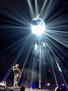 Adamlambert singing to #Sydney with #Queen
