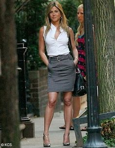 Classic white, sleeveless button down shirt, grey pencil skirt, black JF Provoke bag, and grey Macey heels Provoke - Jennifer Aniston Estilo Jennifer Aniston, Jennifer Aniston Photos, Jenifer Aniston, Sexy Work Outfit, Mode Outfits, Fashion Outfits, Skirt Fashion, Fashion Hacks, Summer Work Outfits