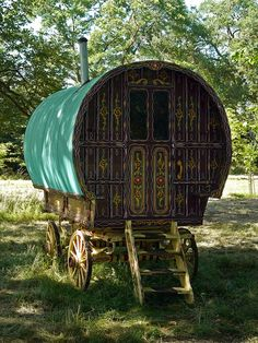 Romany caravans, daydreams of sitting on the steps, fire burning, tatties toasting, glass of real apple cider in my hand.