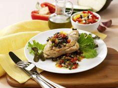 Eliminate l'ossicino ai petti di pollo, tagliateli a metà e con un coltello fate una tasca incidendo in senso orizzontale. Pulite le verdure e tagliatele a cubetti, lavateli ed asciugateli. In una larga padella scaldate olio e aglio, aggiungete le verdure e fatele rosolare a fuoco vivace, salate e pepate. Con circa metà delle verdure farcite i 4 pezzi di pollo, cuciteli o fermateli con 2 stecchini di legno. Deponeteli in una padella con olio e rosolateli, aggiungete il cucchiaio di Brodo…