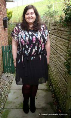 Curvy fashion: Scarlett & Jo Feather print tunic dress. Vicky from The Curved Opinion blog.  #plussize