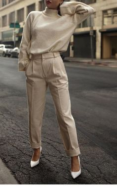 Nude blouse and pants with white shoes - Hair Style Fashion Mode, Work Fashion, Trendy Fashion, Winter Fashion, Fashion Outfits, Fashion Design, Fashion Spring, Classy Fashion, Hijab Fashion