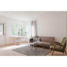 Ennakkoon vilautimme jo yhden kuvan tämän symppiskodin makkarista, mutta nyt koko koti löytyy meidän blogista sekä tietysti myytävistä asunnoista! #bolkv #thisiswherethestorybegins #justboit #sisustus #interior #interiorinspiration #livingroom #olohuone #scandinavianhome #inredning