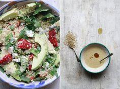 Ensalada de Quinoa con Aguacate, Fresas, Queso Azúl y Aliño Japonés de Sésamo