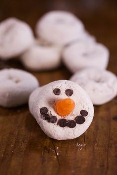 Frosty the Donut: Cute, simple and tasty. What's not to love?!