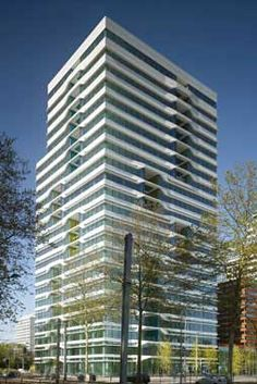 The recently completed 21 story UNStudio Tower forms part of the Mahler 4 urban complex.