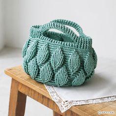 丸みのあるフォルムがおしゃれな「リーフ模様のバッグ」作り方|ぬくもり Frame Purse, Paper Weaving, Crochet Leaves, Crochet Tote, Merino Wool Blanket, Tote Bag, Purses, Beads, Knitting
