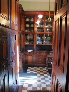 Nadire Atas on Edinburgh Scotland Magic Inspiring Traditional Victorian Kitchen Remodel Ideas 27 Kitchen Butlers Pantry, Farmhouse Kitchen Cabinets, Butler Pantry, Farmhouse Sinks, Kitchen Taps, Farmhouse Style, Victorian Interiors, Victorian Decor, Victorian Homes