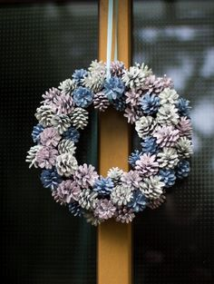 Autumnal fir cone wreath Source by trytrytryde Twig Wreath, Frame Wreath, Wreath Crafts, Burlap Wreath, Christmas Sewing, Diy Christmas Ornaments, Christmas Wreaths, Christmas Decorations, Pine Cone Crafts