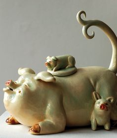 Pig Teapot.....My #2 Granddaughter loves pigs this one is so darling