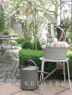 Sende Euch ganz liebe Grüße aus meinem  Landliebe-Garten!  ***   ...heute lacht ja die Sonne schon soooo schön vom Himmel   und da h...