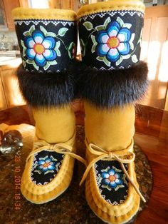 Arts And Crafts Style Furniture Native Beading Patterns, Beadwork Designs, Native Beadwork, Native American Beadwork, Native American Moccasins, Native American Clothing, Native American Fashion, Native Wears, Over Boots