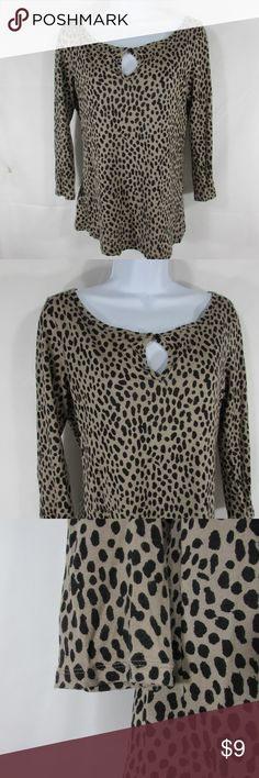 "Banana Republic Womens Blouse Top Shirt Sz Small Banana Republic Womens Blouse Top Shirt Sz Small Leopard Print Pullover Keyhole  BRAND: Banana Republic  SIZE: S  MEASUREMENTS--laying flat in inches:  Bust (straight across the chest  doubled): 38"" Length (from bottom or collar to hem): 25""  CONDITION: Pre-Owned No Visible Flaws  E2-24 Banana Republic Tops Tees - Long Sleeve"
