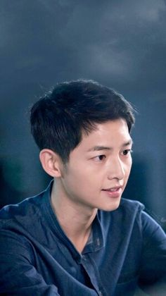 Descendants Of The Sun Daejeon, Song Hye Kyo, Asian Actors, Korean Actors, Descendants, Song Joong Ki Dots, Dramas, Soon Joong Ki, Decendants Of The Sun
