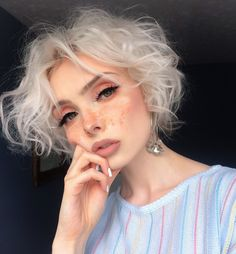 simple makeup looks 90s Grunge Hair, Short Grunge Hair, Grunge Outfits, Soft Grunge Makeup, Grunge Look, Style Grunge, Hairstyles With Bangs, Girl Hairstyles, Hairstyle Short