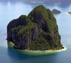 """BBC Boracay says: """" WOW - how amazing are the 7107 island in the Philippines. This dream islet is found in Palawan. Visit 2015 before others do. A real travelers dream."""""""