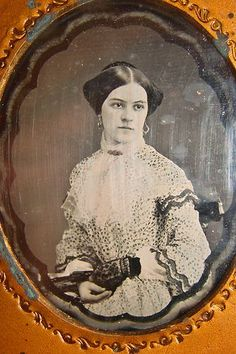 DAGUERREOTYPE-LOVELY YOUNG LADY in MOURNING-STUNNING