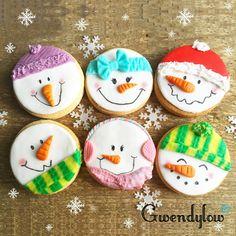 fancy christmas cookies Weihnachtspltzchen Galletas sencillas con forma de mueco de nieve - Masa Sableux - am, am! Snowman Cookies, Christmas Sugar Cookies, Christmas Cupcakes, Christmas Sweets, Cute Cookies, Noel Christmas, Christmas Goodies, Holiday Cookies, Cupcake Cookies