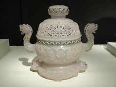 Chinese Jade Sculpture: Dragon Pot