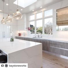 ・・・ So elegant and Chic! Loving the Silestone Eternal Calacatta Gold Kitchen island! Thanks for sharing! Kitchen Rennovation, Silestone Kitchen, Kitchen Upgrades, Kitchen Design, Gold Kitchen, Calacatta, Calacatta Gold Kitchen, Home Decor, Dream Kitchen