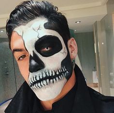 Dolan Twins Imagines – how you gonna [g] - Halloween Makeup Mens Halloween Makeup, Twin Halloween, Halloween Men, Halloween Outfits, Candy Skull Makeup, Clown Makeup, Dolan Twins Imagines, Cute Halloween Decorations, Male Makeup