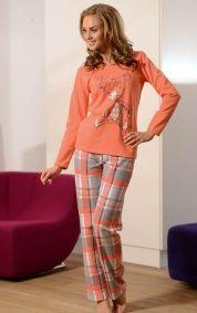"""Tej zimy nikt nie zmarznie. Ciepła, miła piżama wykonana z grubej mięsistej bawełny. Śmiało może służy również jako odzież domowa - dres.  Limitowana edycja """"zima 2012""""  Góra piżamki w kolorze pomarańczowym.  Na piersi nadruk z pieskiem.  Spodnie długie, w szaro-pomarańczowo-białą kratę.  W pasie wygodna gumka.  Materiał - 100 % bawełna.  POLSKI PRODUCENT DOBRANOCKA"""
