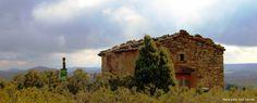 L'ermita de Sant Pere dels Murinyols #Torà, #laSegarra, ens regala una vista magnífica sobre la Vall del Llobregós.