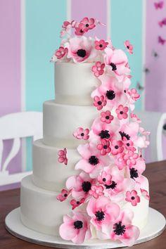 Wedding cake with Flowers black & pink