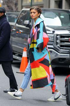 look street style zendaya Winter Fashion Outfits, Look Fashion, Girl Fashion, Womens Fashion, Fashion Trends, Street Fashion, Pop Art Fashion, Street Style Vintage, Look Street Style