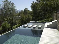 Brilliant Beautiful Swimming Pool Trends For Your Home : Homeowners who are considering installing a swimming pool before next summer should first of all think of the size and shape of what they are pursuing. Living Pool, Piscina Interior, Moderne Pools, Pool Water Features, Casa Patio, Dream Pools, Beautiful Pools, Swimming Pool Designs, Cool Pools