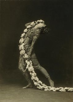 Ruth St. Denis in Radha. (1908)
