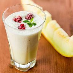 Gesunder Eiweißshake mit Honigmelone mit wenig Kalorien - perfekt für die schlanke Linie. www.ihr-wellness-magazin.de