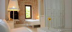 Il Life Gallery Hotel vi accoglierà in eleganti camere e suite con connessione Wi-Fi gratuita e TV LCD satellitare. #Korcë