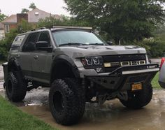 Ford Expedition Raptor