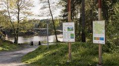 Erstavik är ett av de få stora gods nära Stockholm som finns bevarade.  Gamla torp och öppna marker visar att människor har brukat jorden i århundraden. Nacka kommun och ägaren av Erstavik samarbetar för att naturen ska vara tillgänglig för allmänheten.  Skogen är växlingsrik och spännande. Här finns hällmarker med tall och ljung, täta granskogar, sumpskog och sandiga åsar. Sjöar och småvatten inne i skogen glittrar.  Många har upptäckt de välskötta vandringslederna genom området…