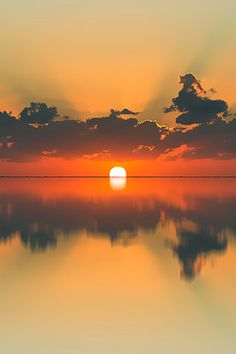 ✧ Mesmerizing Nature ✧ - Sunrise or Sunset Pretty Pictures, Cool Photos, Landscape Photography, Nature Photography, Photo D Art, Amazing Sunsets, Beautiful Sunrise, Nature Pictures, Belle Photo