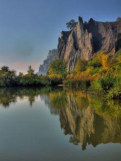 Nadire Atas on Beautiful Fall Scenes Scarborough Bluffs, Water Ski, Autumn Lake, Fantasy Places, Quebec City, Toronto Canada, Cityscapes, Landscape Photos, Us Travel