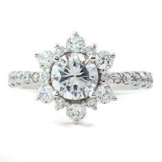 Anillo Serenade Diamonds de copo de nieve de diamante, $1,750.01+ | 45 Anillos de compromiso inspirados en las princesas de Disney