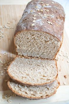 This is delicious! It makes just one large loaf. This Whole Wheat Honey Oat Bread is the perfect healthy, hearty, sandwich bread and easy enough for any new bread baker to make! Oat Bread Recipe, Honey Oat Bread, Whole Grain Oatmeal Bread Recipe, Ancient Grain Bread Recipe, Healthy Sandwich Bread Recipe, Quick Bread, How To Make Bread, Bread Making, Bagels